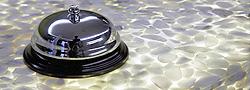Stones Design gietvloeren: Een epoxy gietvloer waar marmerkiezels in worden verwerkt